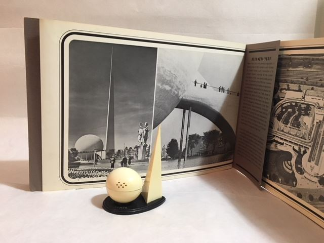 1939 New York Exposition Salt & Pepper Shaker with booklet.